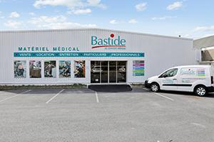 façade magasin enseigne livraison gratuite camion place handicapé parking clients bastide le confort médical lesquin